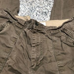 ❤️ 5/$15 Gap cargo pants.